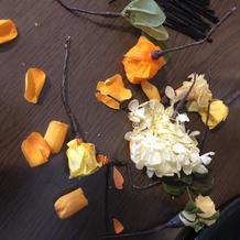 髪の花は二次会まで持つようプリザーブド