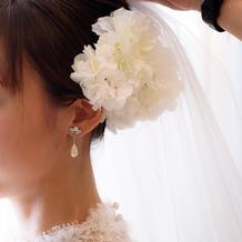 髪飾りは、紫陽花の生花使用