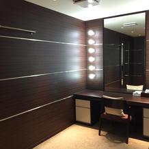 新婦控室、化粧台