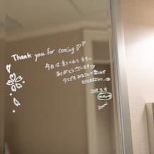 トイレの鏡まで自由に飾り付けできます