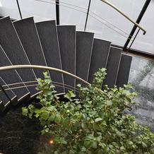 入口すぐの螺旋階段。