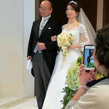 入場前に、扉の前の部屋で映像を見ます。