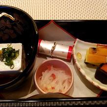 前菜は、湯葉を親族の豆腐に変更。