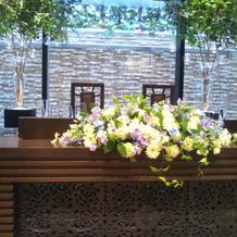 披露宴会場1のメインテーブル