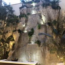 ガーデンスペースにある滝