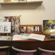 写真撮影室の受付テーブル