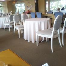 披露宴会場ゲストテーブル