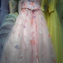 ピンクのカラードレス