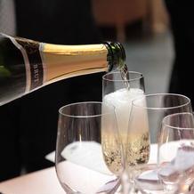 乾杯用のスパークリングワイン