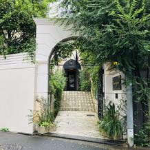 出入口(玄関前)