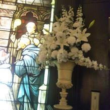 チャペル内に元々備えられている花
