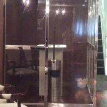 ゲスト待合室には喫煙所も配備