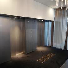 式場受付前エレベーターホール