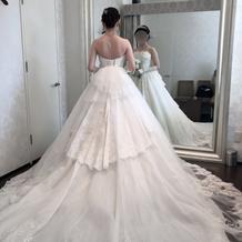 ウエディングドレスの例(背面)