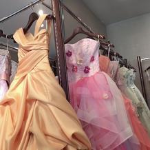 ドレスサロンのカラードレス(2)