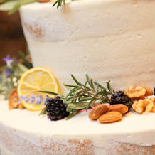 ウェディングケーキのアップ写真