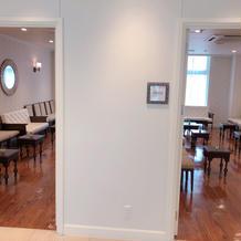 親族の控え室が両家個室で分かれている