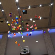 天井が高いからこそできるバルーン演出!