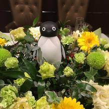 お花の中にペンギン