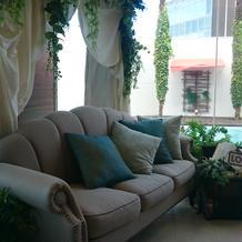 ソファ高砂も可能。待合室に飾られてました