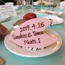 ウェディングケーキ 桜の花びらプレート