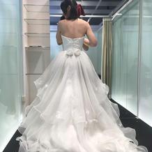 最初に試着したドレス