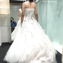 本番で着たドレスの後ろ姿