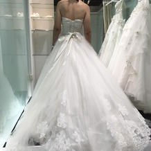 試着、式場お勧めドレス。軽くてかわいい