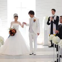 白タキシード白ドレス