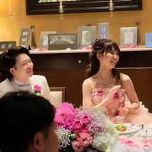 カラードレスは座ってても可愛い