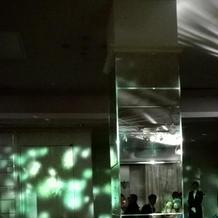 披露宴会場の柱