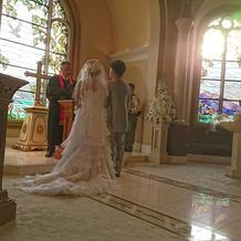 アリエルのドレスは後ろ姿も素敵です