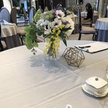 テーブル装花。小物もバリエーション豊富