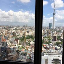 会場の窓から見た景色