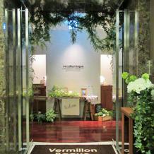 式場階の入口。緑が多くてオシャレ!