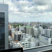 遠くにチラリと名古屋城が見えます