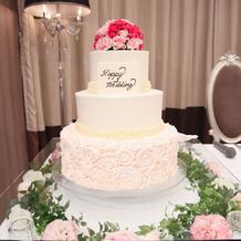ウェディングケーキ装花(下の部分)