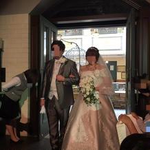 披露宴時のウェディングドレス