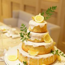 ウェディングケーキはさっぱりレモン