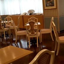 ウェルカムドリンクもオッケーの待合室