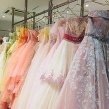 CDは流行りのドレスが多い