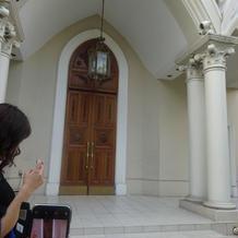 教会の外の入り口