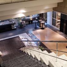 披露宴会場へ降りる階段