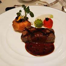 試食会のお肉料理2