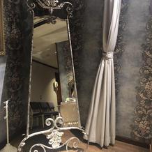 花嫁控え室の鏡