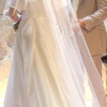 ウェディングドレス後ろ