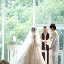 白ドレスはロングトレーンのクラシカルもの