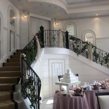 披露宴会場に階段あり