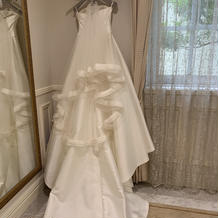 シンプルなドレスとベールがお気に入りです