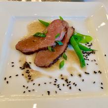 山椒と胡麻薫る鴨肉のロースト温野菜添え